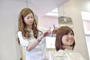 美容師アシスタントの給料の平均相場は13万円~17万円